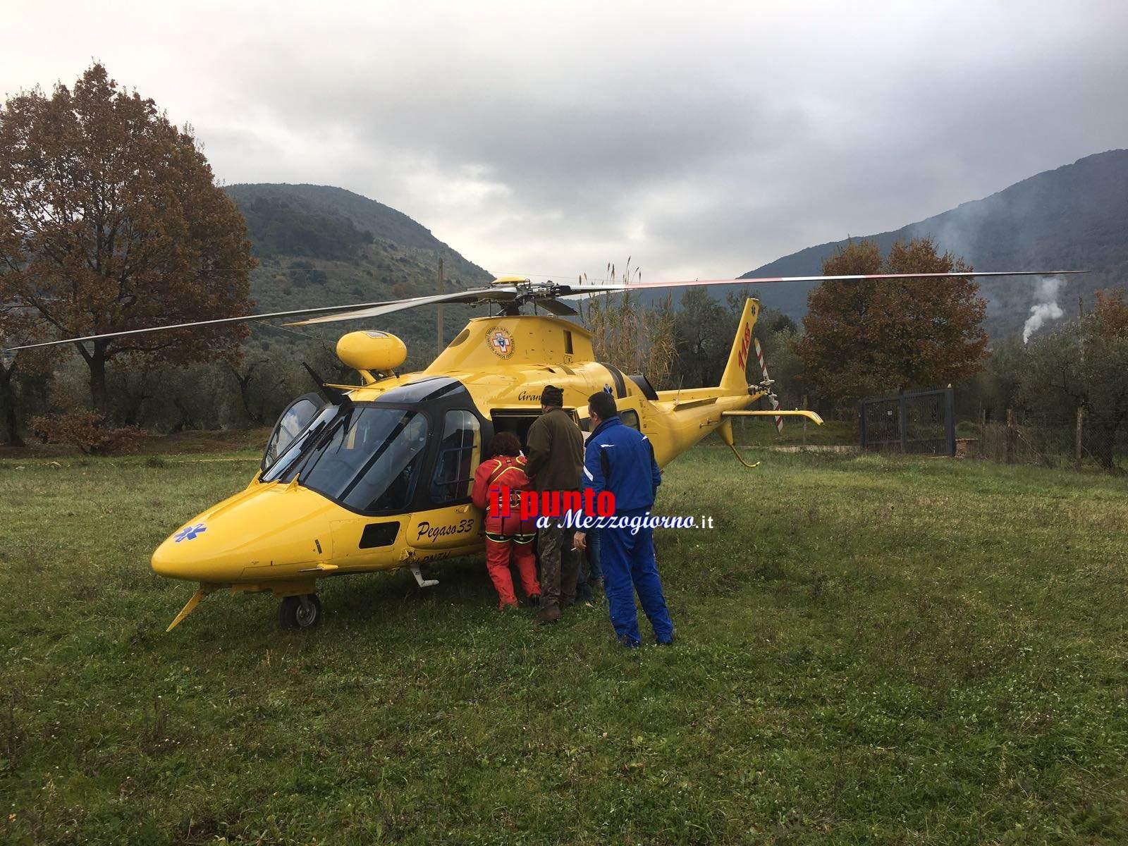 Cacciatore ferito in montagna, recuperato con elicottero