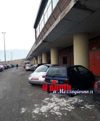 Pioggia di cornicioni all'esterno dell'ospedale di Cassino
