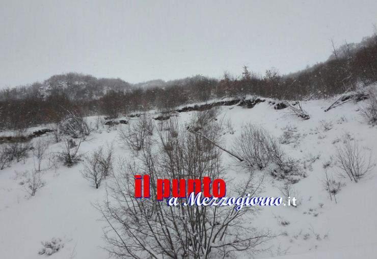 La neve copre la faglia (nella foto) ma non ferma il terremoto, l'inferno di Amatrice – VIDEO E FOTO –