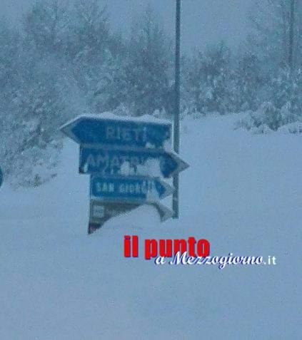 Neve e terremoto ad Amatrice. Altra scossa avvertita nel centro Italia