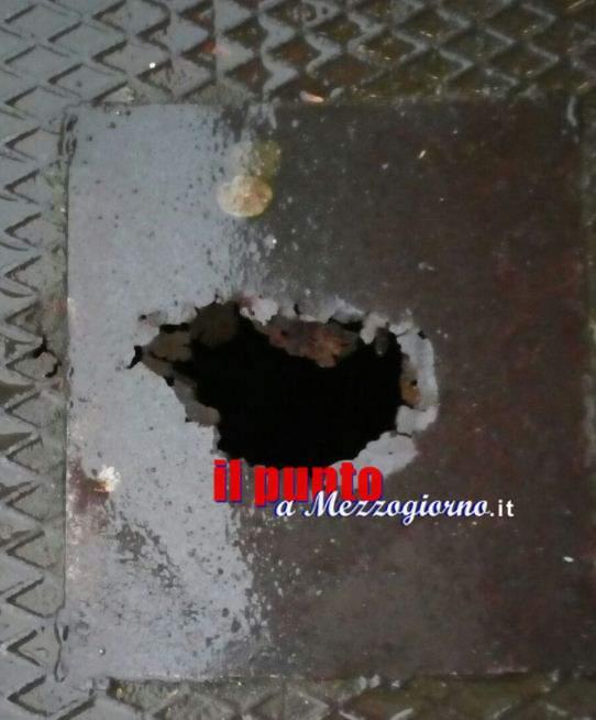 Trappola sul marciapiede in via Garigliano