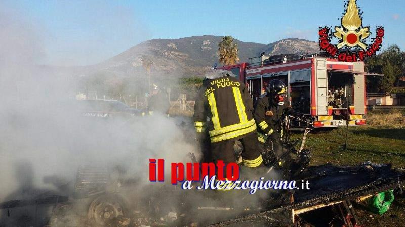 Camper distrutto da fiamme a Fondi, salvo proprietario e due cani