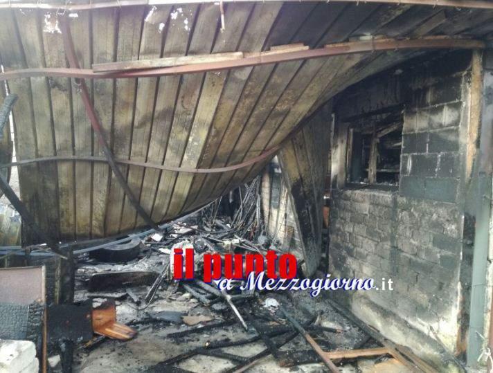 Capannone in fiamme a Cervaro, indagini in corso