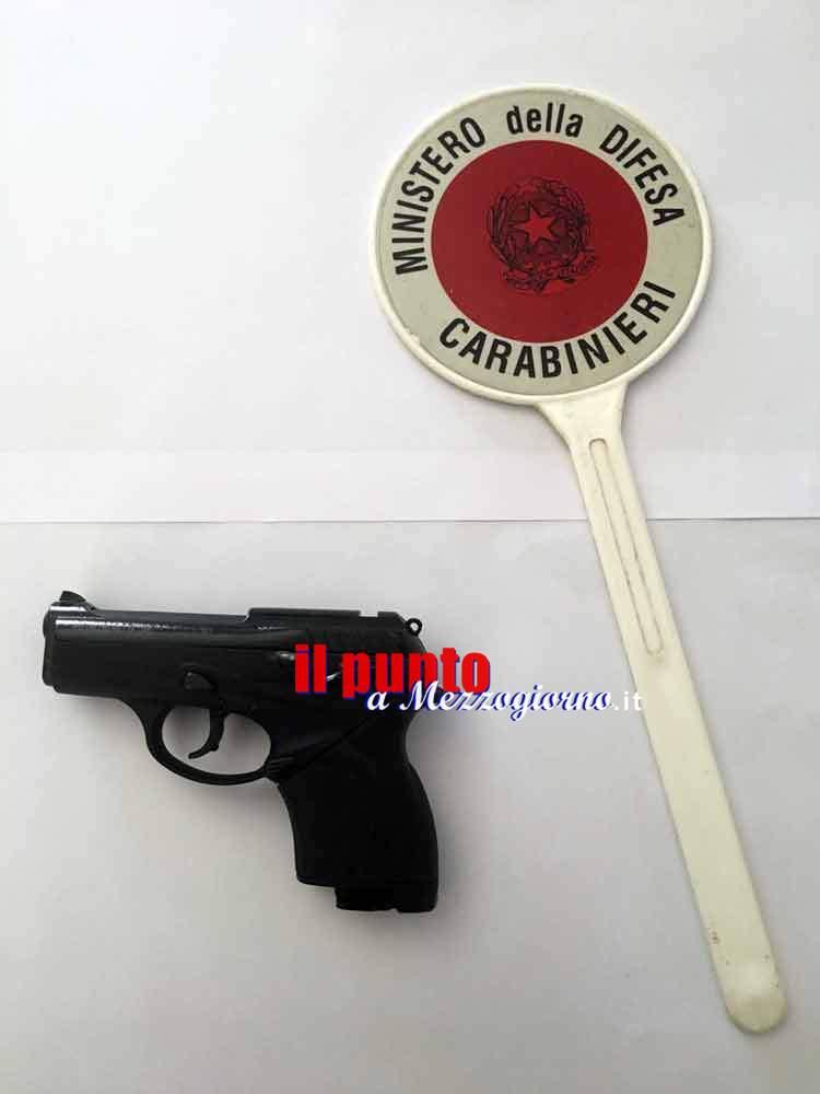 Cassino – Minaccia una donna con la pistola priva di tappo rosso, denunciato 49enne