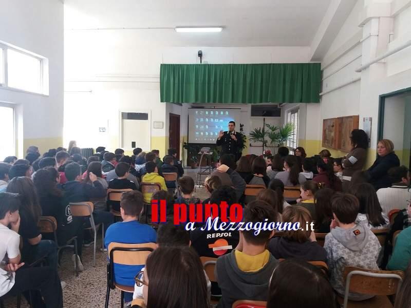Carabinieri in conferenza presso l'istituto Lolli Ghetti di Ferentino