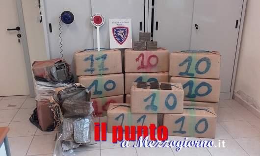 Sbanda con furgone carico di 453 chili di hashish, arrestato 24enne