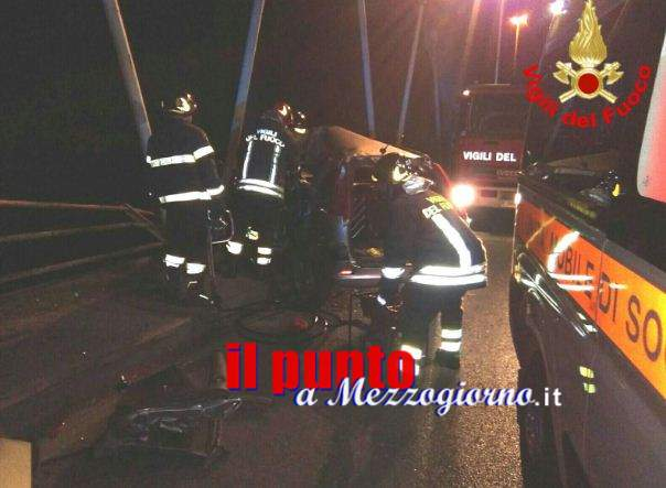 Incidente stradale sul ponte, anziano rischia di finire nel fiume Garigliano