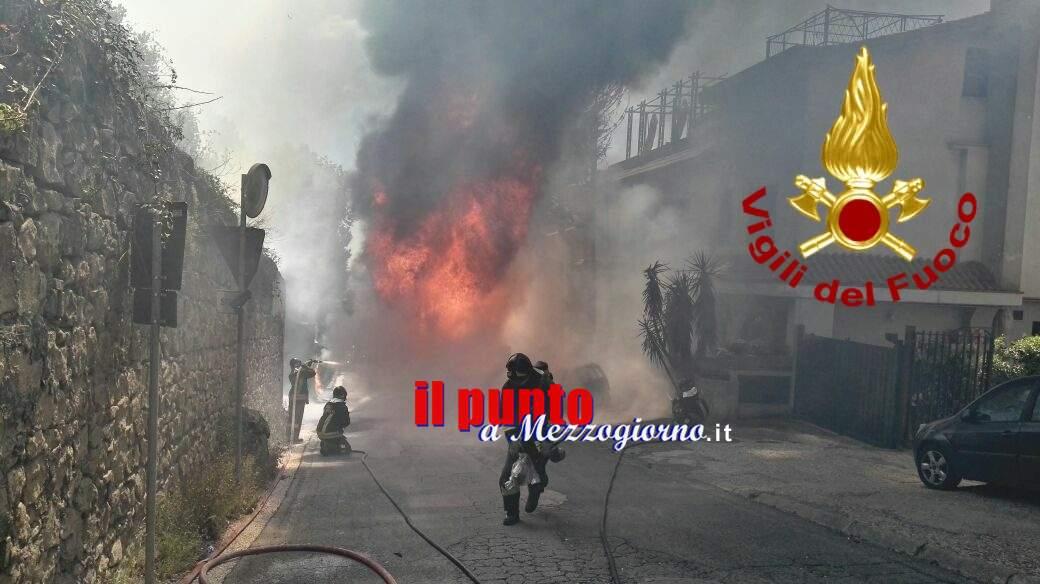Autocisterna in fiamme nel territorio di Vallericcia. Nessun ferito, danni ingenti