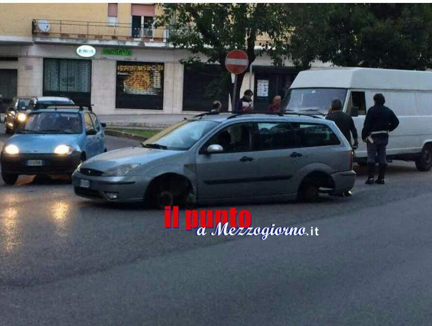 Auto perde le quattro ruote, singolare incidente a Cassino
