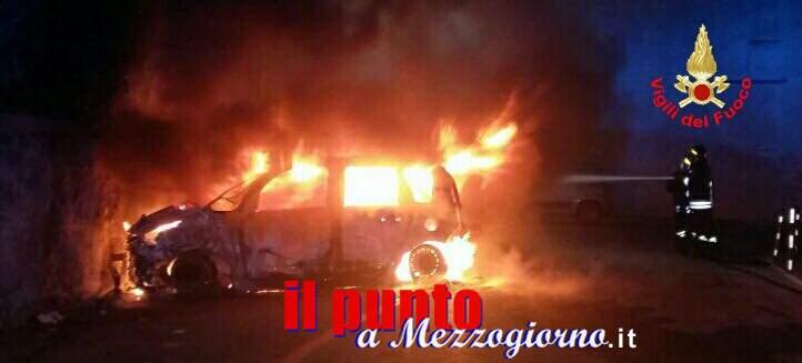Tre auto distrutte da incendio a Gaeta. Indagini in corso