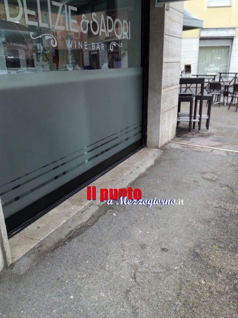 Principio di incendio davanti a bar di Cassino, indaga la Polizia