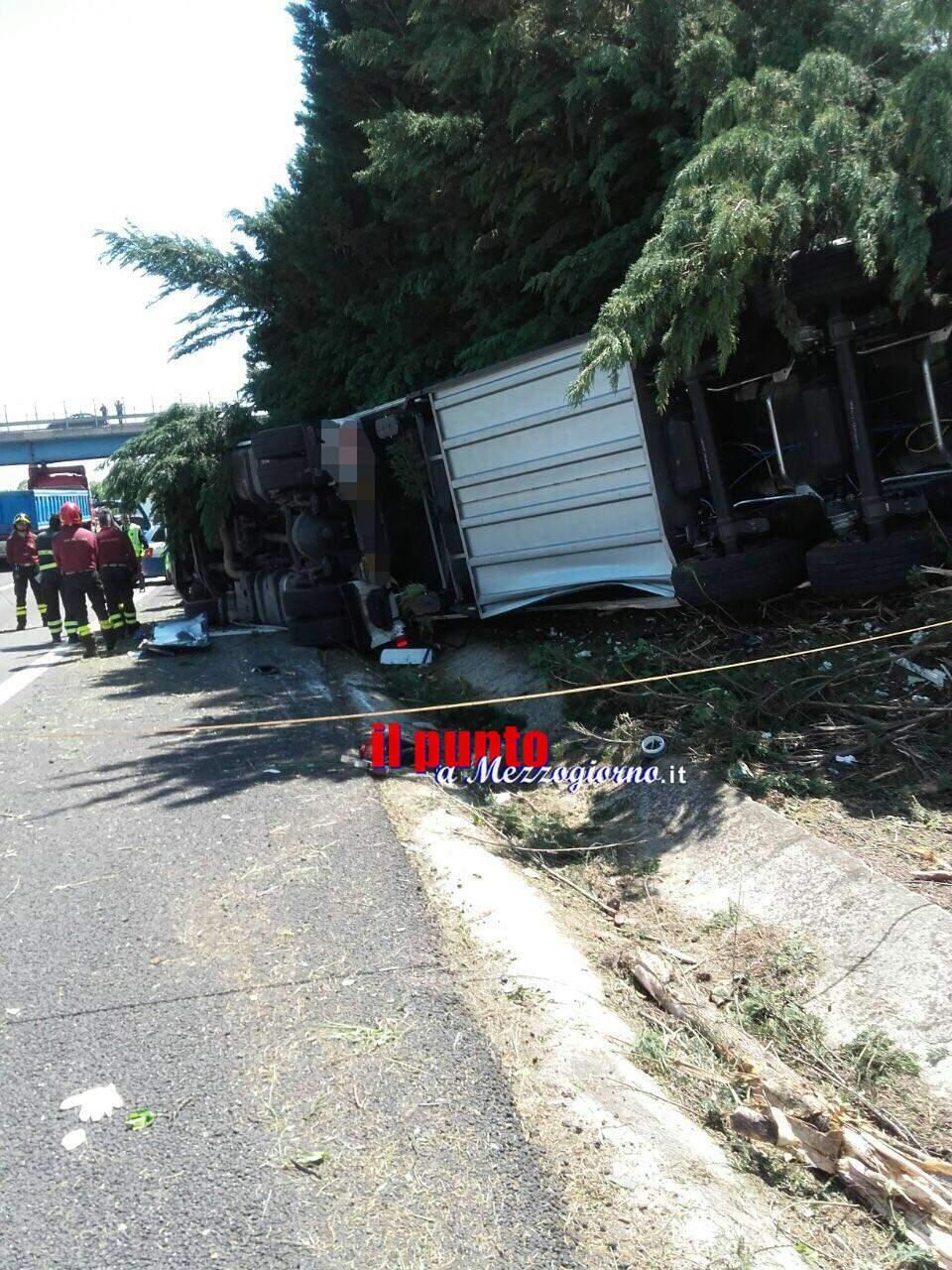 A1- Camion si ribalta a Ceprano, conducente elitrasportato a Roma in gravi condizioni