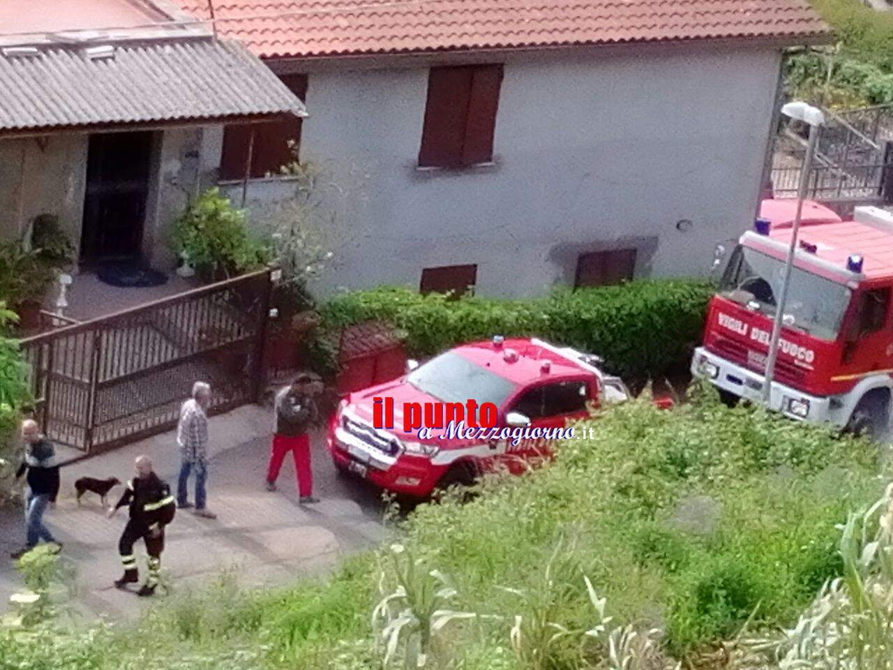 Incendio di sterpaglie minaccia case a Velletri