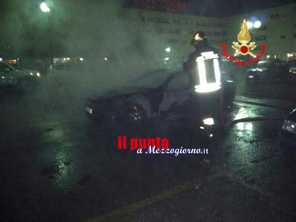 Auto in fiamme ad Aprilia, si indaga per dolo
