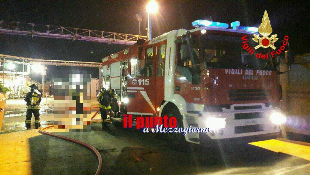 Incendio in una  fabbrica chimica a Latina, indagini in corso