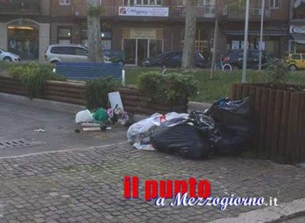 """Immondizia """"fuori orario"""", cumuli di rifiuti per le strade di Cassino"""