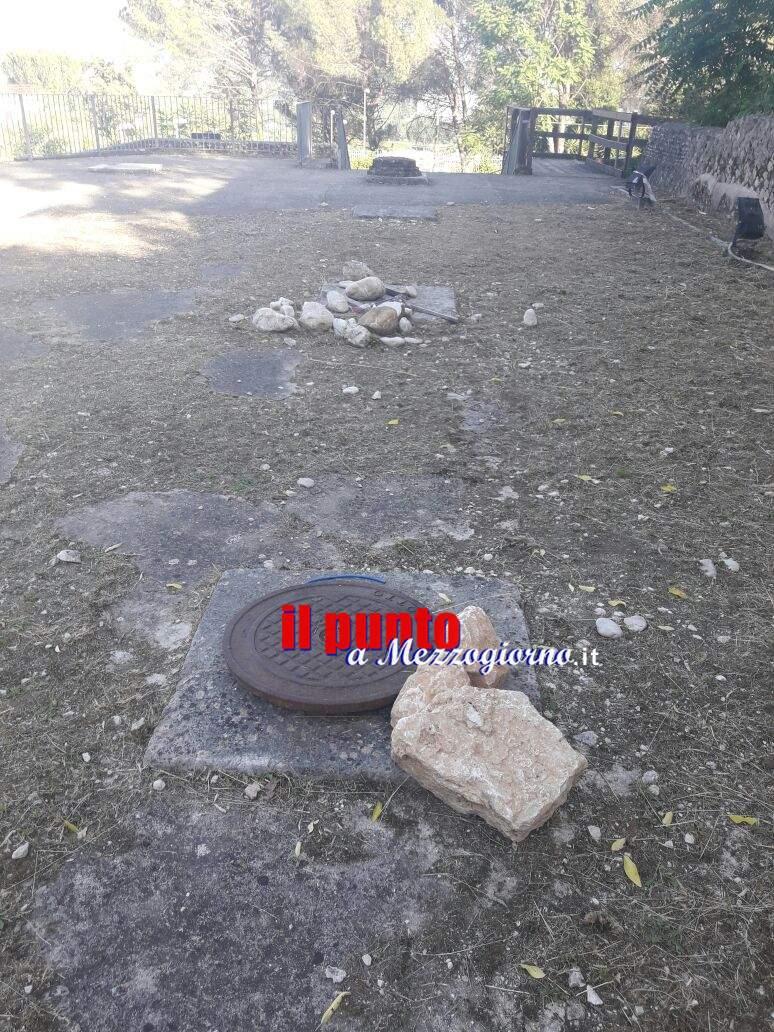 Tracce di bivacco nel teatro romano di Cassino