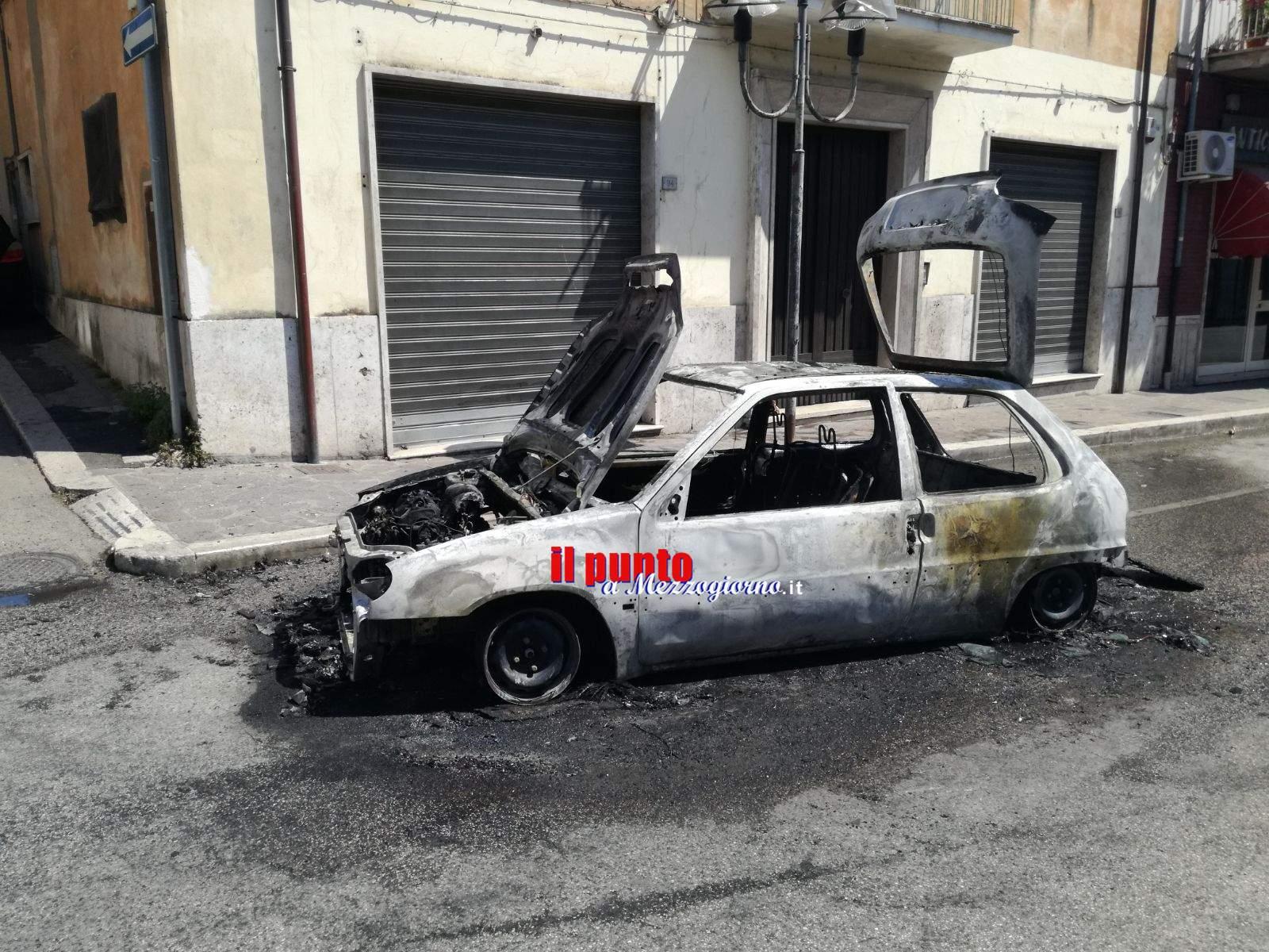 Pontecorvo: Auto in fiamme in via 24 maggio. Malore per una donna