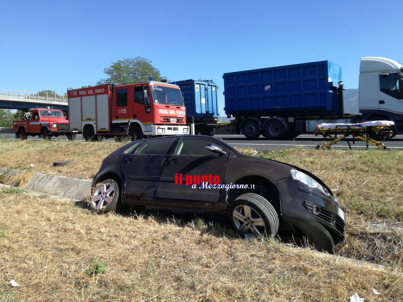 Auto esce di strada in A1 tra Ceprano e Pontecorvo. Un ferito