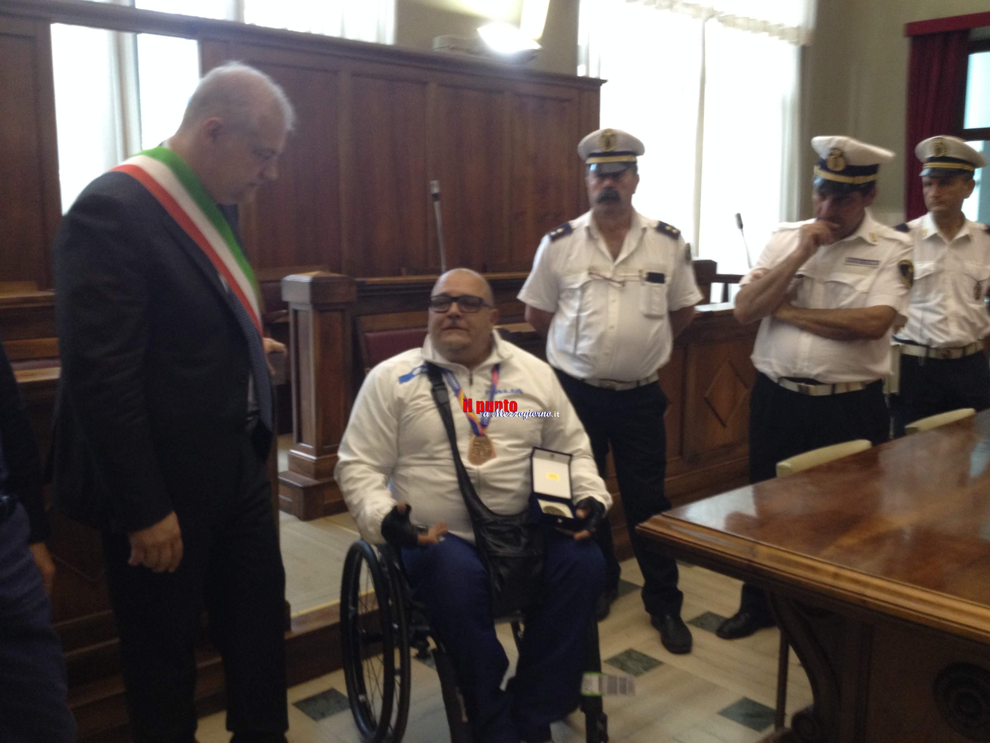 Medaglia mondiale di bronzo per Joe, il colonnello atleta