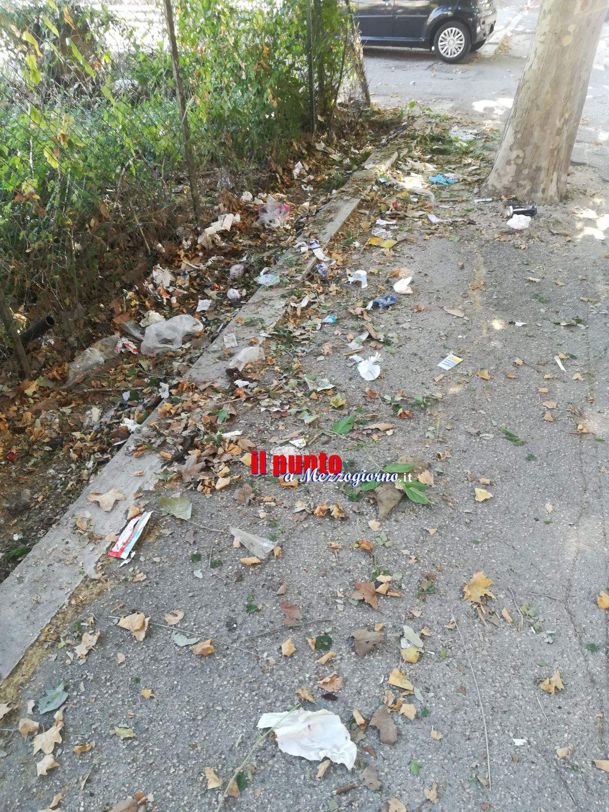 La Cassino delle strade dissestate e marciapiedi ricoperti da pattume