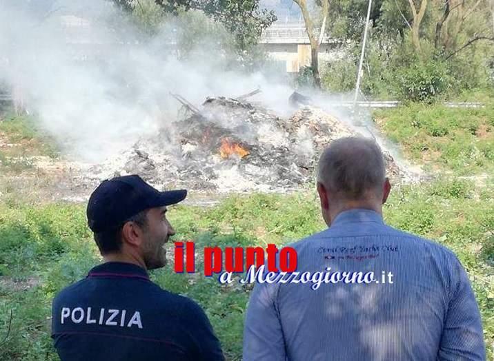 Sviluppo di incendio a Cassino, in via Garigliano. Intervenuti sul posto sindaco, Vigili del fuoco e Polizia