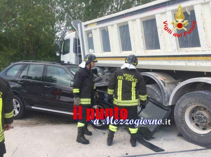 Incidente stradale ad Ausonia tra suv e camion, tre feriti