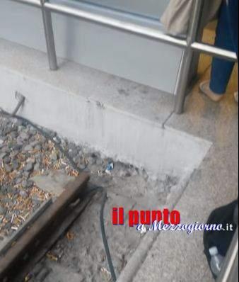 VIDEO – Topini di stazione a Roma Termini, piccoli roditori tra i binari incuriosiscono i viaggiatori