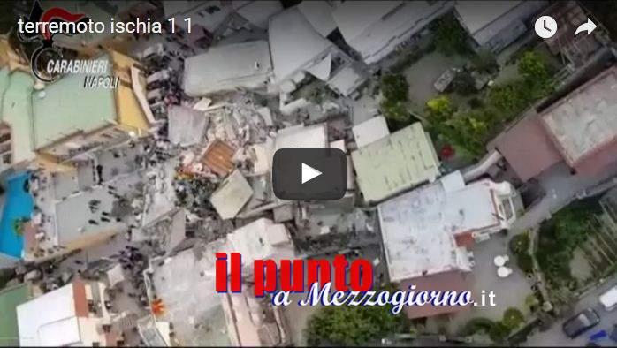 VIDEO – Terremoto di Ischia, si scava per salvare due fratellini. Sfollate 2600 persone