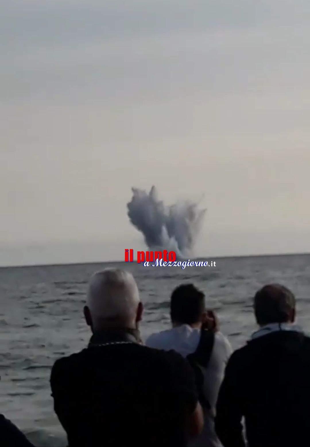 Terracina: Air show, aereo cade in mare. Due piloti dispersi. Shock tra il pubblico. Video