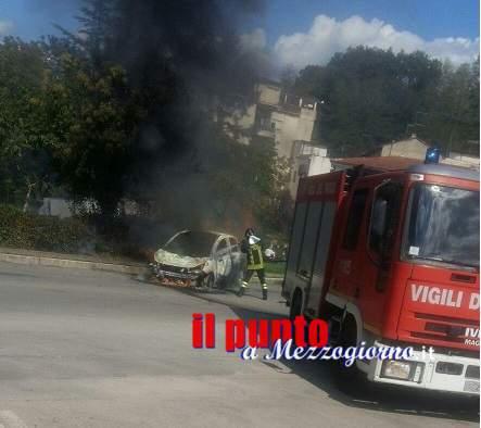 Auto in fiamme in via San Rocco a Pontecorvo