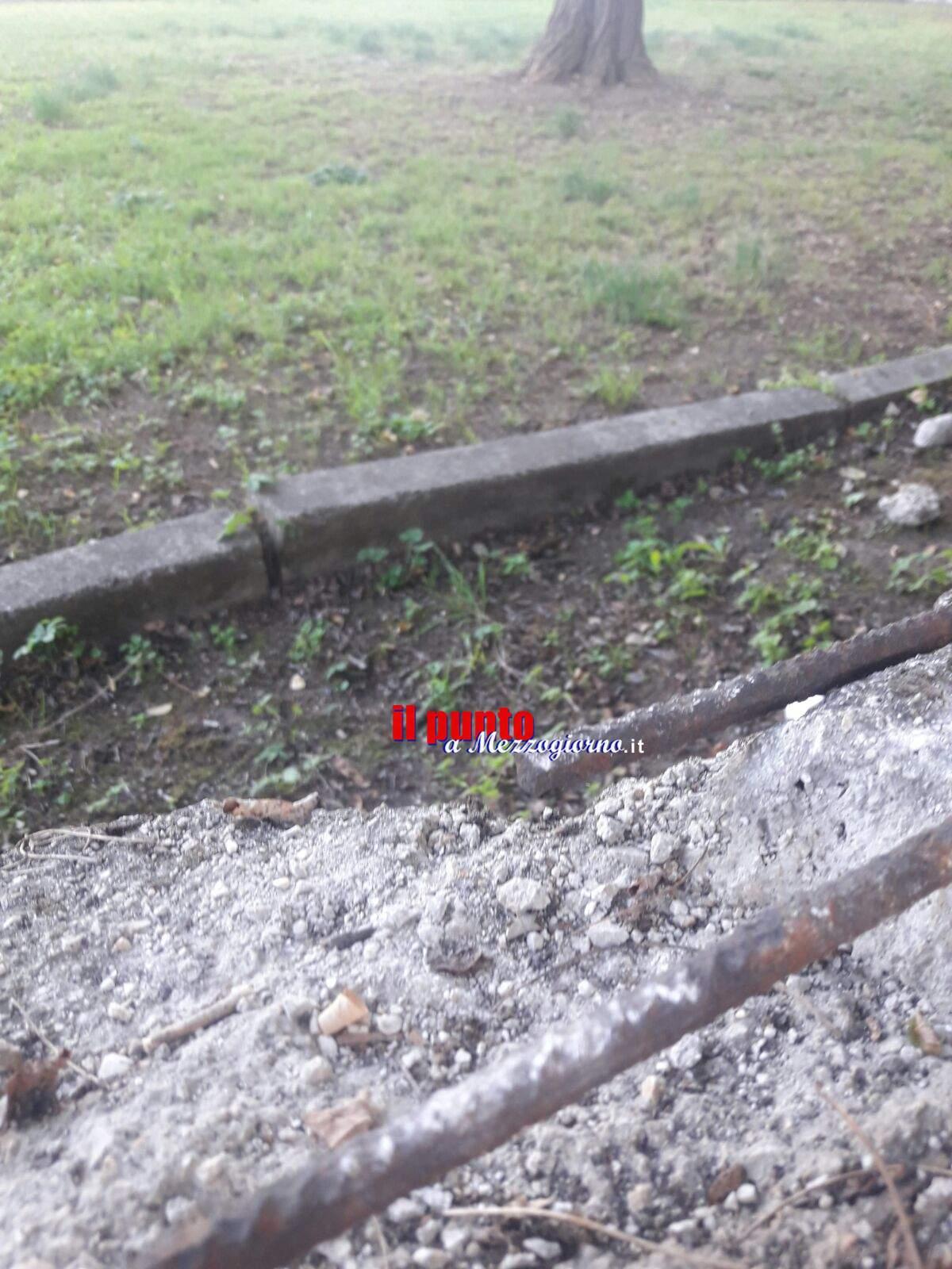 La recinzione dell'asilo che cade a pezzi, urge manutenzione alla Mattei di Cassino