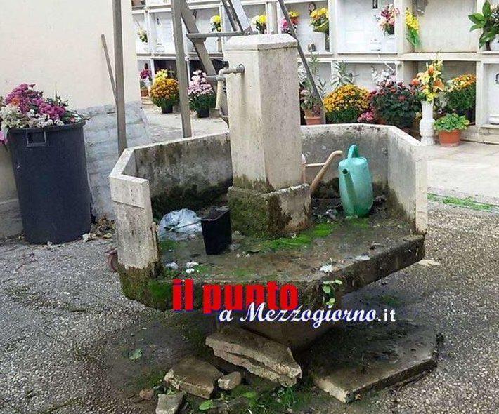 Rifiuti addossati ai loculi e ingresso per disabili chiuso: dentro il cimitero di Sant'Apollinare