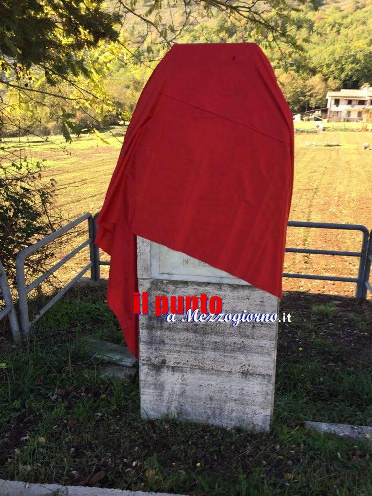 Violenza donne, un drappo rosso per ricordare le vittime delle Marocchinate