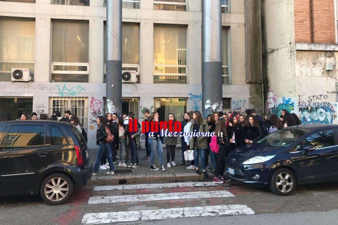 """Studenti in rivolta nel frusinate: """"Se ci bloccano il futuro noi blocchiamo la città"""""""