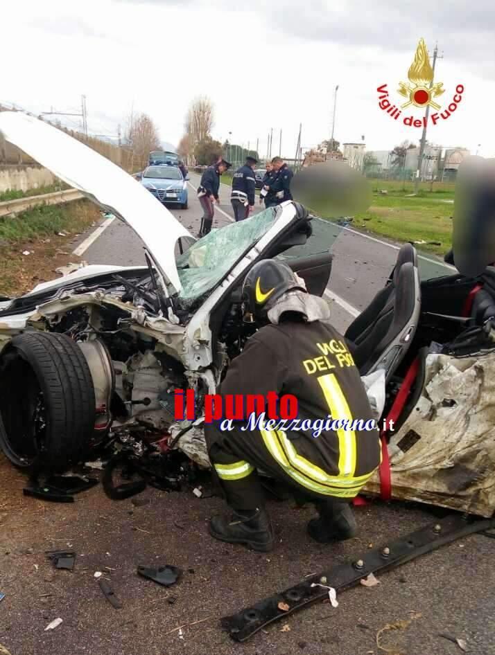 Incidente stradale sulla via Appia, i vigili del fuoco liberano i conducenti dalle lamiere