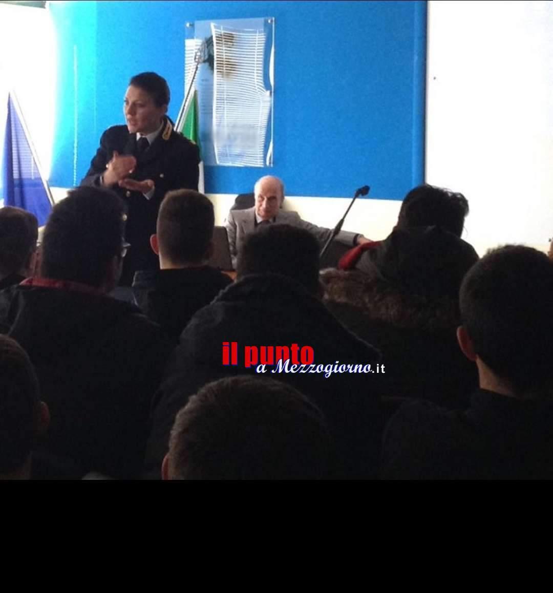 Polizia di Stato con docenti e  studenti  per prevenire bullismo e cyberbullismo