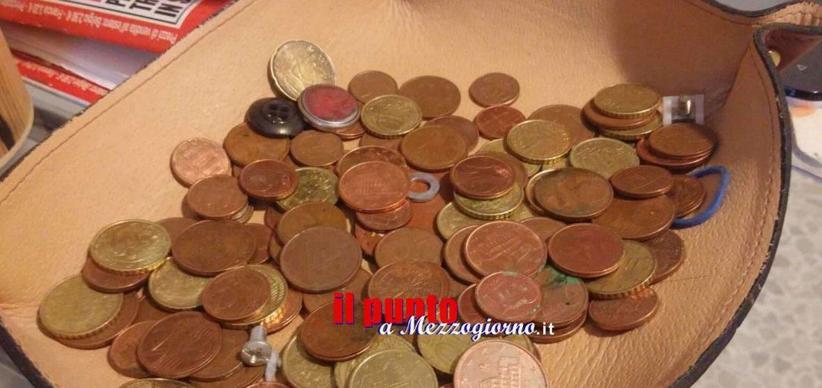 Tentato dalle monetine del barista, denunciato ladro di mance a Frosinone