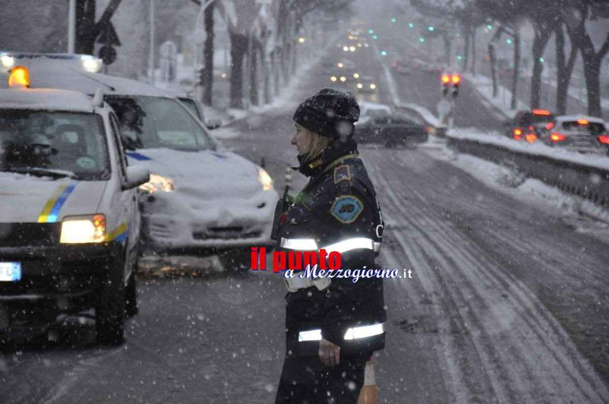 Grande freddo: Roma, emergenza neve, 500 uomini della Polizia locale a lavoro