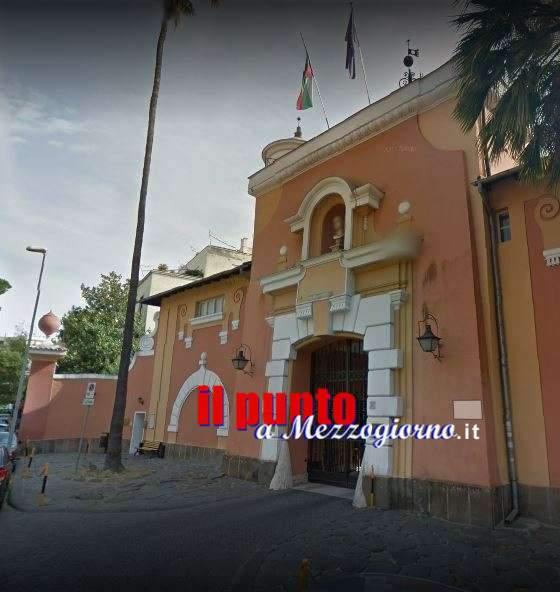 Manifestazione della comunità ebraica davanti l'ambasciata polacca che apre i cancelli