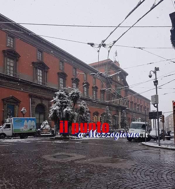 Grande freddo: stamattina Napoli si svegliata sotto una soffice coltre bianca