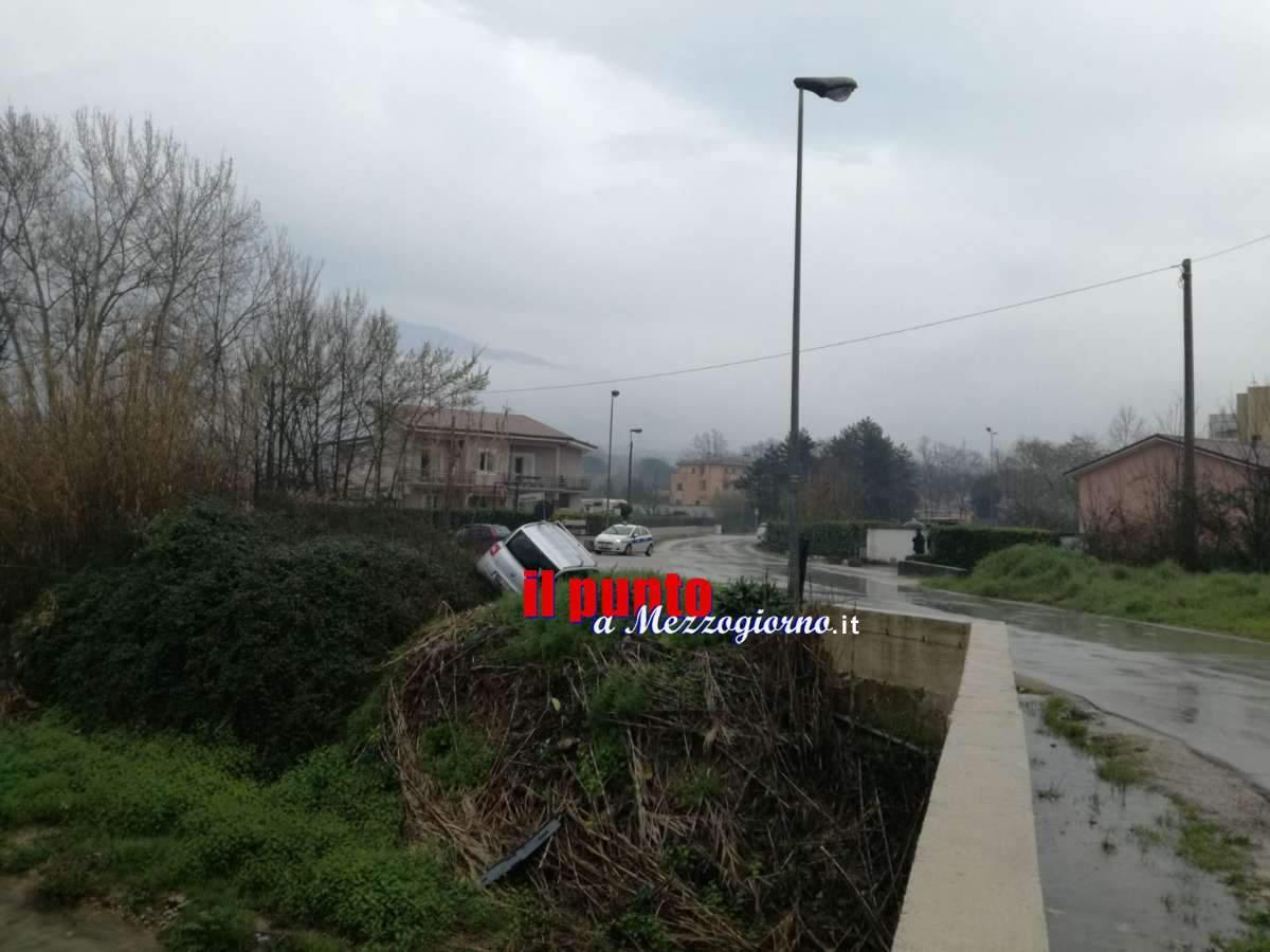 """Ancora incidente in via San Bartolomeo a Cassino, altra macchina rischia il """"tuffo"""""""