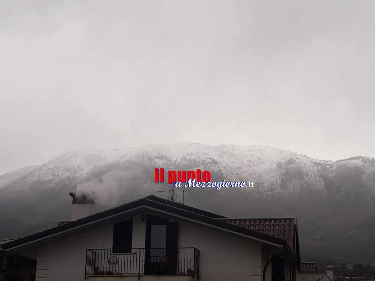 Primavera anticipata ma con i caminetti accesi, nel Cassinate imbiancato Monte Aquilone