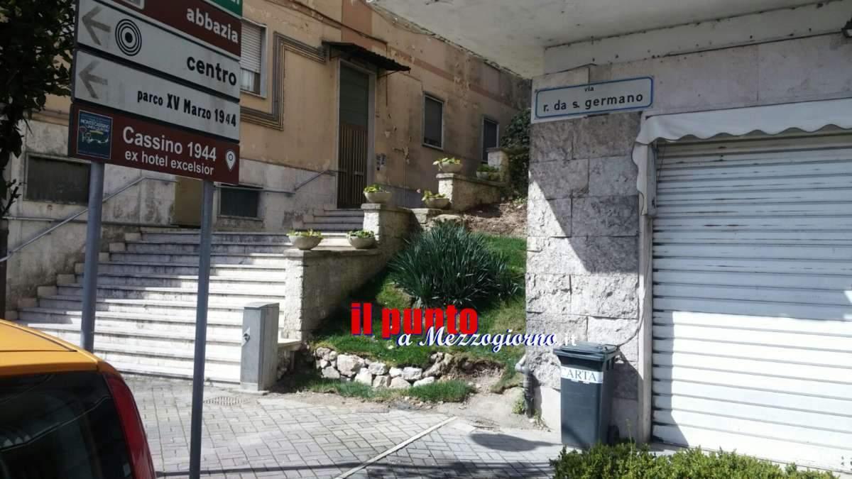 Monumenti a Cassino, rimosso quello ai tedeschi e ostruito da rami quello del Martirologio