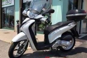 Ladri di scooter a Roma, sgominata banda che faceva razzie di Honda Sh