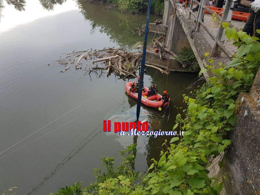 Auto nel fiume Sacco, vettura e corpi recuperati a sette metri di profondità