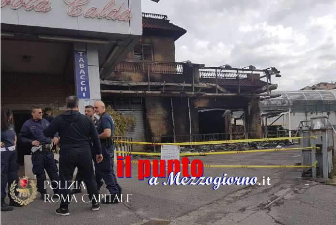 VIDEO – Misterioso incendio in via Casilina a Roma, venti persone salvate dalla polizia Locale