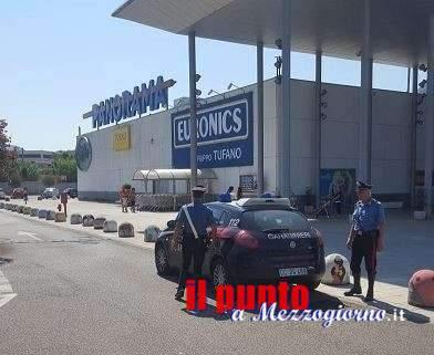Esce dal supermercato senza pagare con un televisore e una spesa da 1400 euro, arrestata 50enne