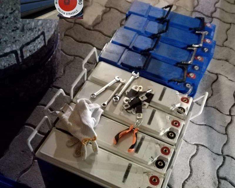 In viaggio sull'A1 con batterie per impianti di telefonia rubate, due campani denunciati