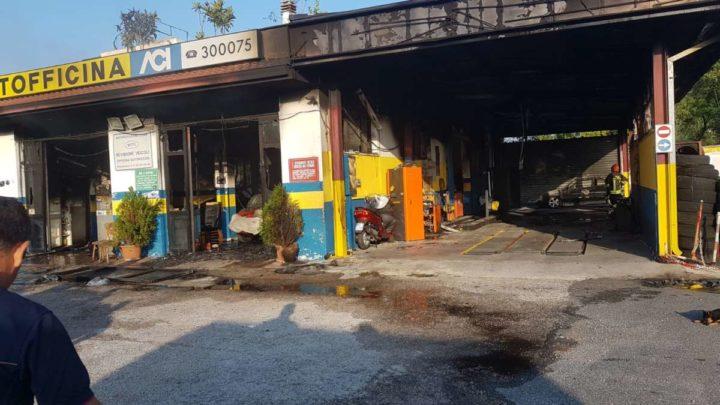 Incendio in officina a Cassino, danni ingenti. Indagini in corso